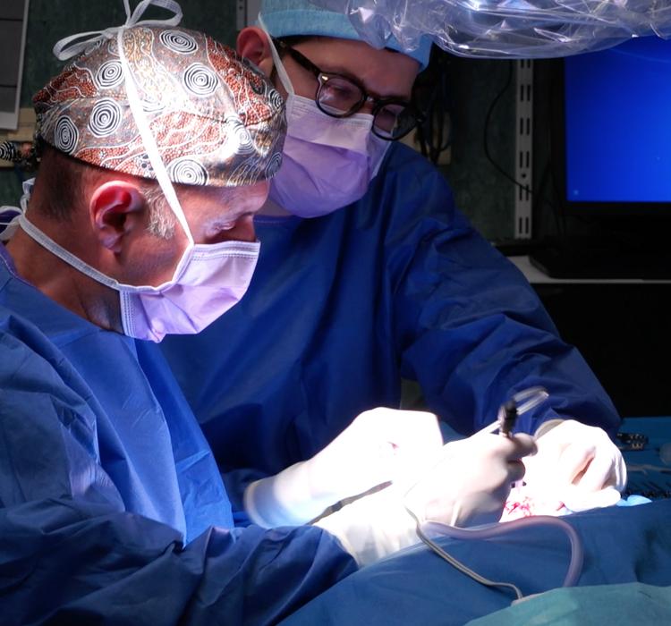 Semi-implanteerbaar hoorapparaat: een primeur voor de Chirec Ziekenhuisgroep en Brusselse privéziekenhuizen